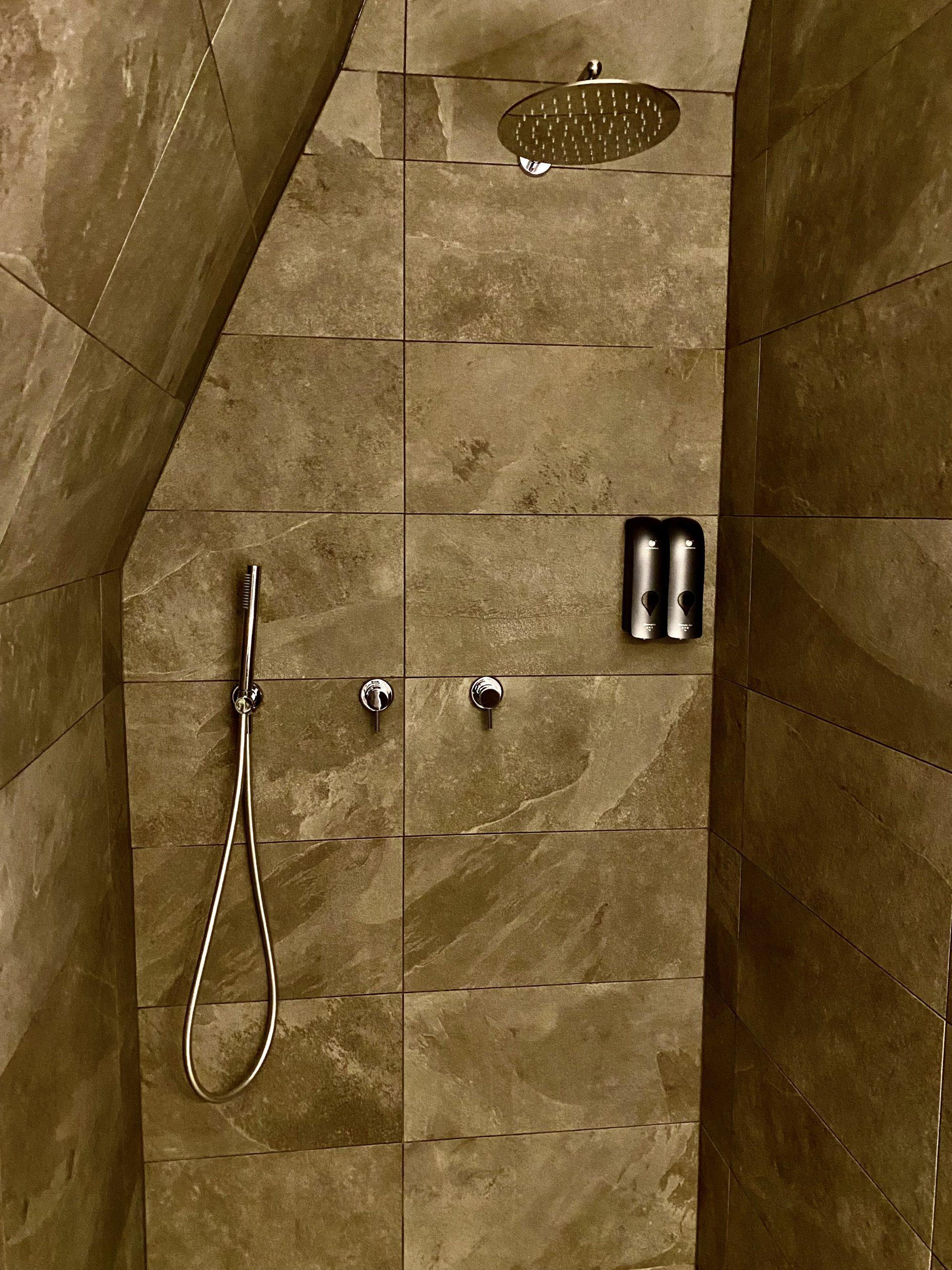Deluxe fürdőszoba, zuhanyzó
